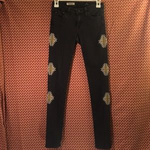 Tribal Embroidered Super Skinny Jeggings - size 24